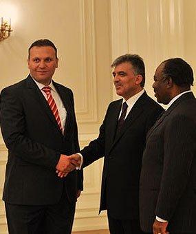 Ο Karmod προσκλήθηκε στο Προεδρικό Μέγαρο